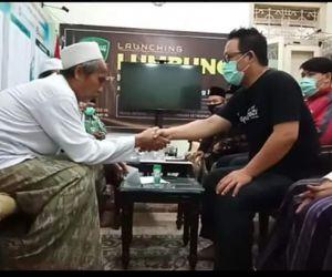 Rois Syuriyah PCNU Kota Surabaya Bimbing Dua Pemuda Masuk Islam